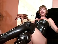 Dominatrix gets her shoes cleaned